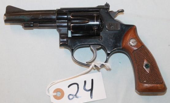 S&W. 22l ong pistol